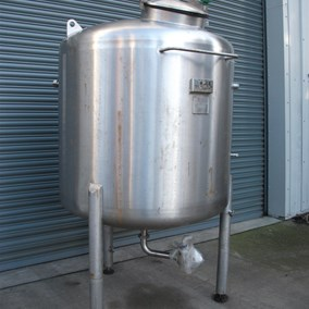 1,465 L S/S Vertical Enclosed Tank